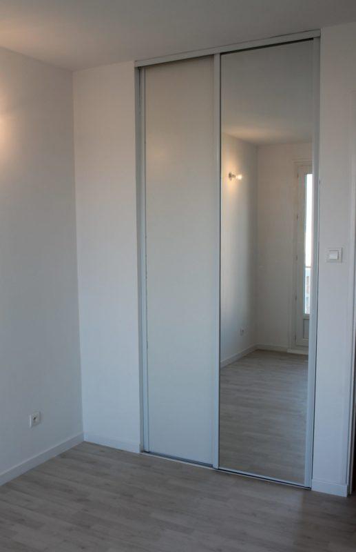Pose de portes coulissantes pour placards