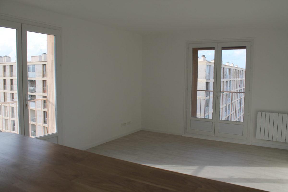 Pose de portes-fenêtres dans un appartement