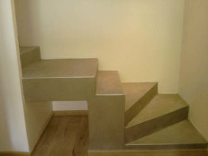 création escalier en béton recouvert de béton ciré