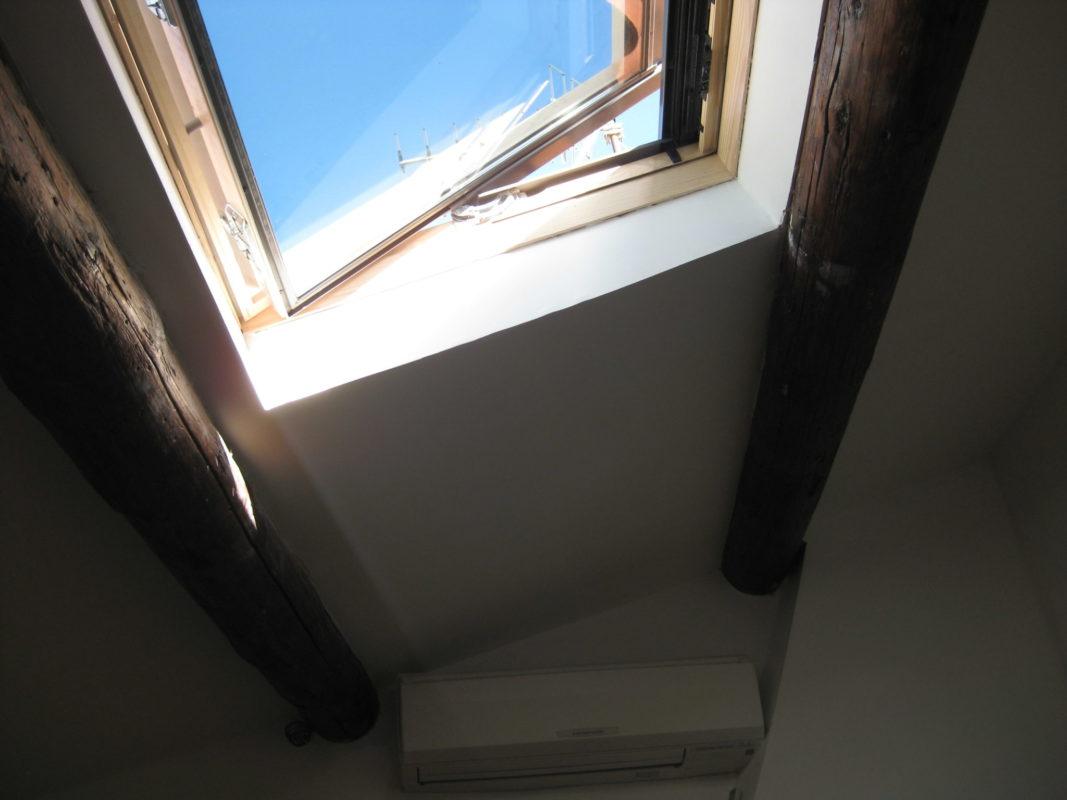 Pose d'une fenêtre de toit