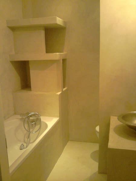 Salle de bains moderne en béton ciré