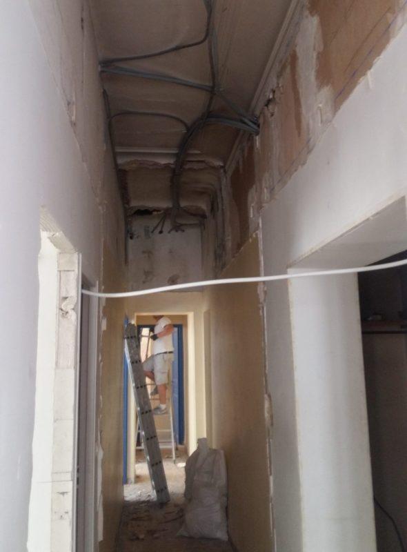 Ouverture du plafond pour rénovation électrique, chantier V. 13007.