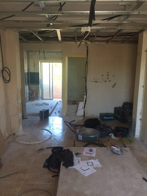 Avant : Espace de vie cuisine et salle à manger en rez de chaussée
