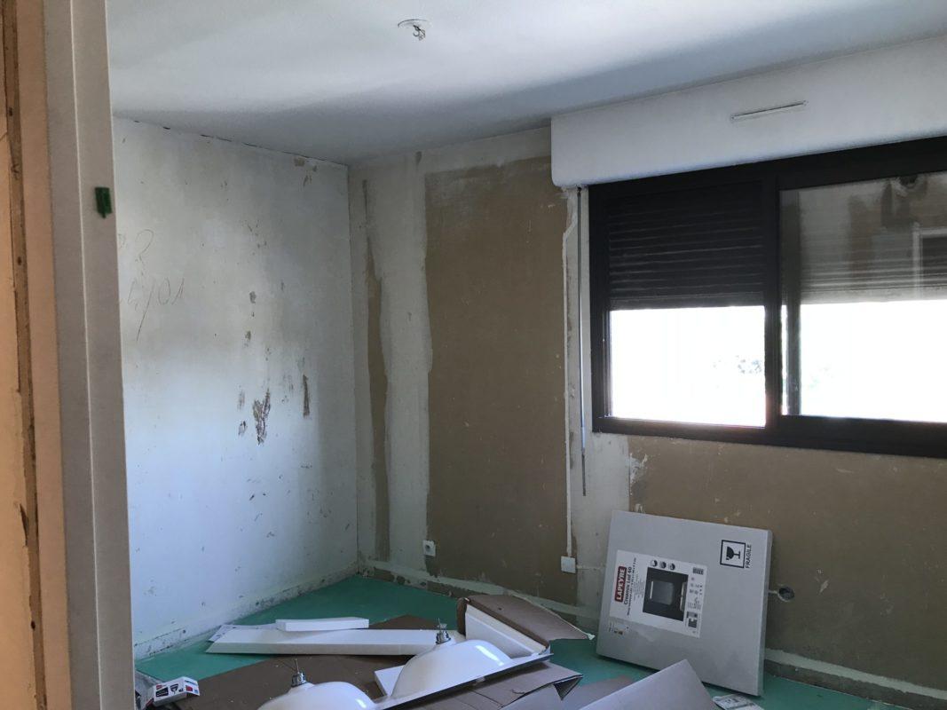 AVANT Chambre en cours de rénovation