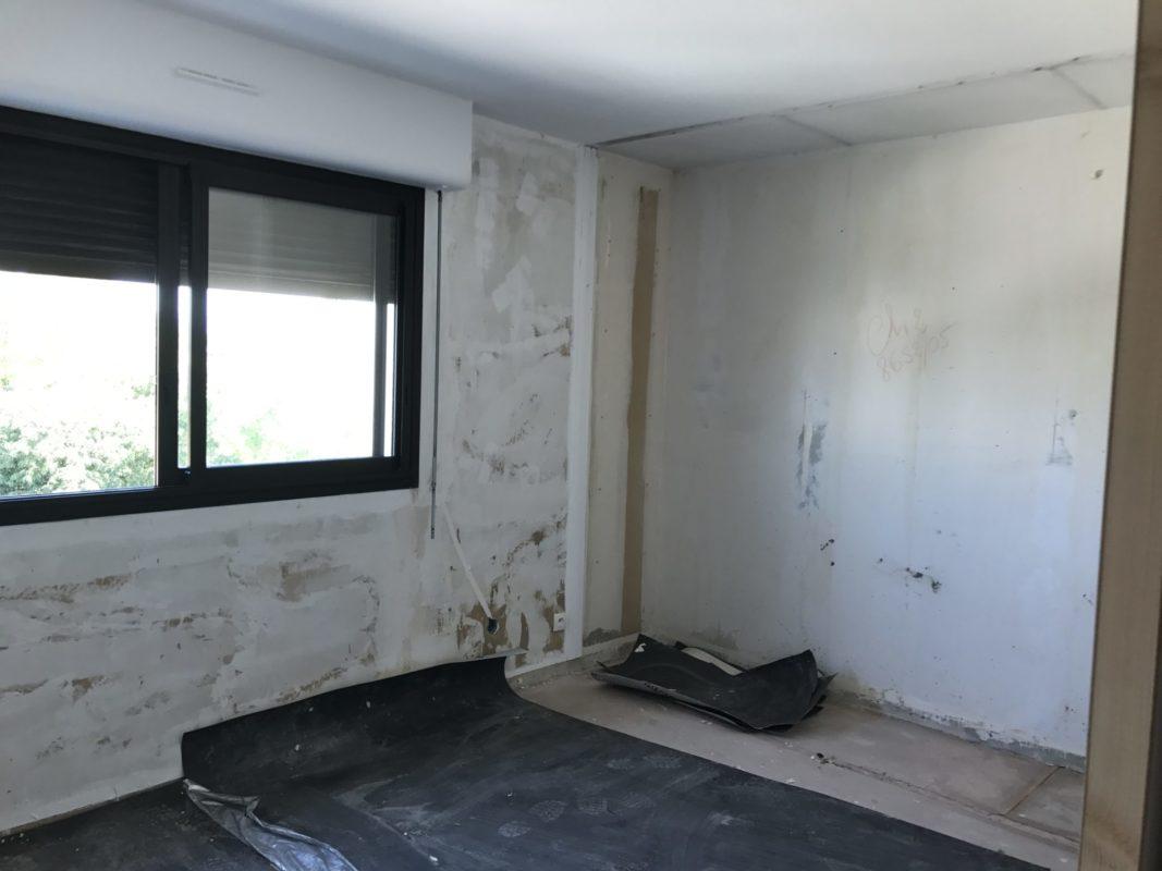 AVANT Chambre 2 en cours de rénovation