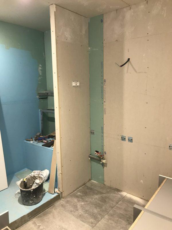 AVANT Seconde salle de douche en cours de rénovation