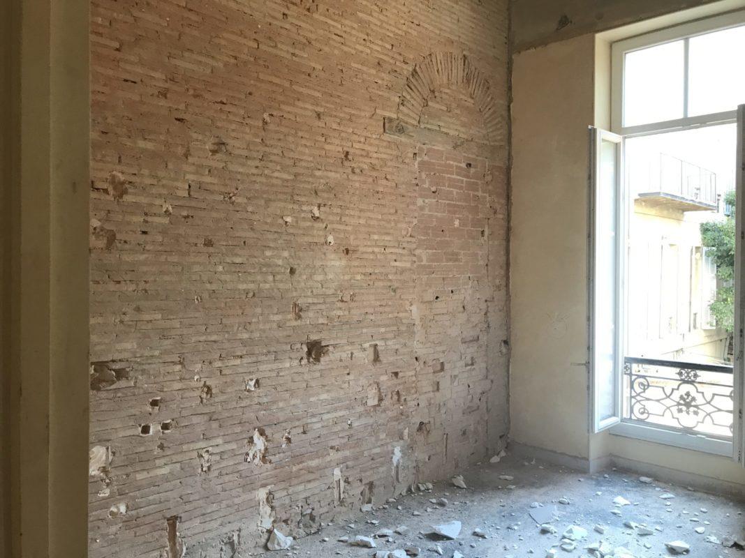 mise en valeur d'un mur en brique lors de la renovation des bureaux