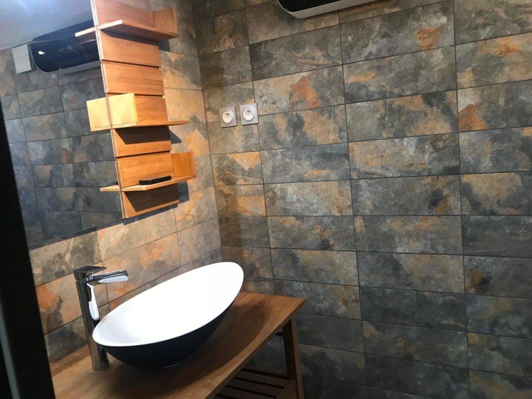 salle de bain refaite entièrement dans un appartement a aubagne