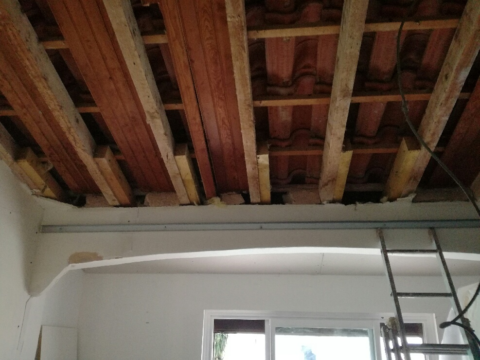 poutres sous plafond à renover