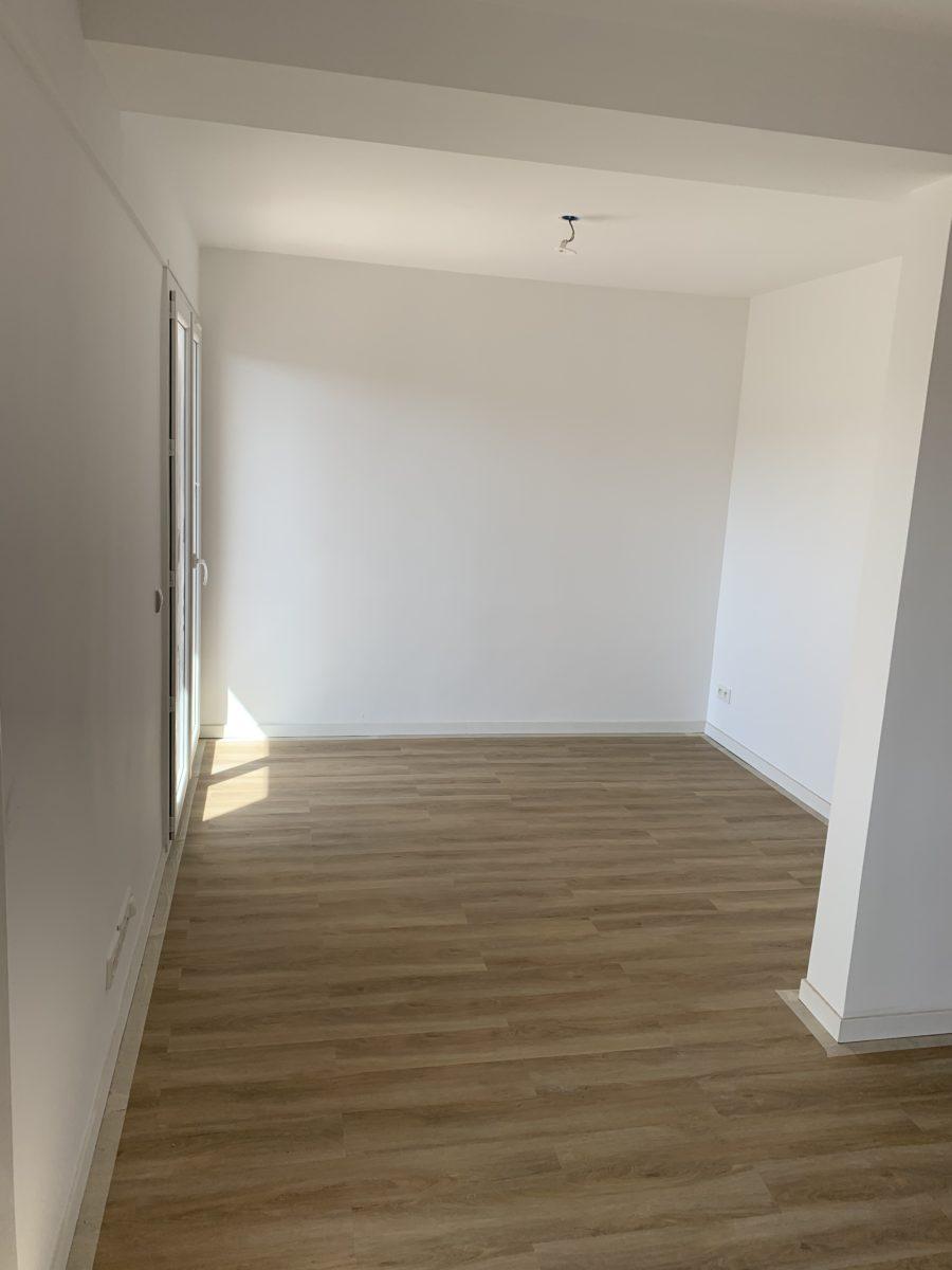 salon parquet au sol appartement après travaux 13009