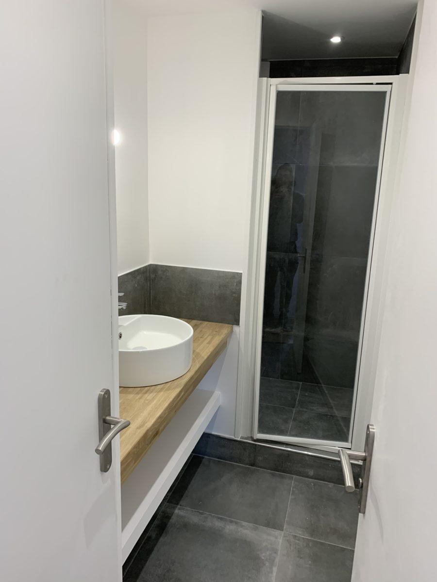 salle d'eau après travaux appartement 13003